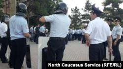 Возмущенных избербашцев сдерживала полиция
