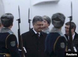 Президент України Петро Порошенко після прибуття до Мінська. 11 лютого 2015 року
