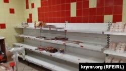 Полки магазина «Фуршет» в Керчи