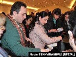 """Ekonun ən məşhur romanı olan """"Qızılgülün adı""""nın gürcü dilinə tərcüməsinin Tbilisidə təqdimatı, 28 mart 2011"""