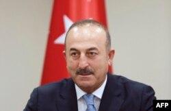 Мевлют Чавушоглу общается с журналистами. Анкара, 29 июля 2016 года