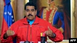 Maduro, bivši vozač autobusa i sindikalni lider, za očajnu ekonomsku situaciju u zemlji krivi opoziciju