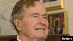 Джордж Буш-старший, фото 29 березня 2012 року
