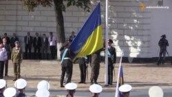 На Софіївській площі в Києві підняли Державний прапор