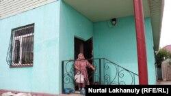 Калида Акытхан Алматынын Шамалган айылындагы үйүндө.