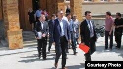 Избраните пратеници од опозицијата доставија оставки до Собранието.