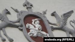 Рыцар над Вострай брамай, па-літоўску – «брамай Золку»