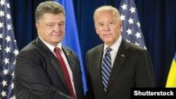Президент Украины Порошенко и вице-президент США Байден во время встречи в Нью-Йорке 29 сентября 2015 года.