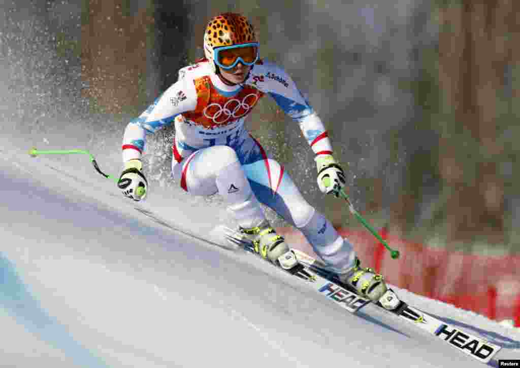 Austria's Anna Fenninger skis during the women's alpine skiing Super G competition. She went on to win the gold medal. (REUTERS/Dominic Ebenbichler)