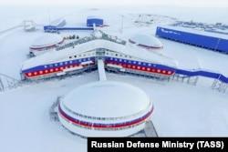 """Baza militară """"Trifoiul Arctic"""" de pe insula Pământul Alexandrei, 28 martie 2017"""