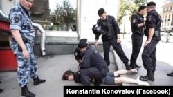 Момент задержания Константина Коновалова