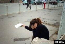 Duke kërkuar lëmoshë në rrugët e Prishtinës...