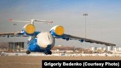 Военно-транспортный самолет Ан-72, потерпевший крушение под Шымкентом. Фото снято журналистом Григорием Беденко 25 декабря 2012 года после прибытия борта в Алматы. Публикуется с разрешения автора.