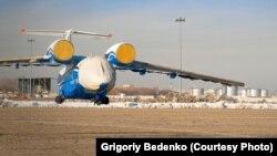 Шымкент түбінде құлаған Ан-72 ұшағының Украинадан Алматыға әкелінген кезі. 25 қараша 2012 жыл