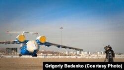 Самолет Ан-72 Пограничной службы КНБ Казахстана, позднее потерпевший крушение под Шымкентом в декабре 2012 года.