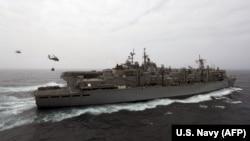 """აშშ-ის სამხედრო გემი """"ბოქსერი""""."""