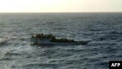 قایقی حامل پناهجویان در نزدیکی سواحل شمالی استرالیا