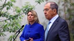 Министърът на външните работи на Руската федерация Сергей Лавров и говорителката му Мария Захарова. Снимката е архивна