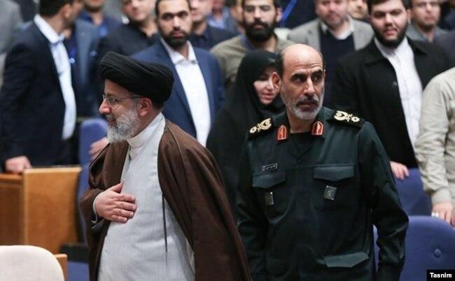 سردار سپهر در کنار ابراهیم رئیسی در ششمین همایش مدیریت جهادی، مرکز همایشهای بینالمللی صداوسیما، آذر۱۳۹۸