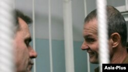 Tajikistan -- the trial of Sadovnichiy (right) and Rudenko (left), Russian pilots detained in Qurghonteppa, Khatlon region, 22Nov2011