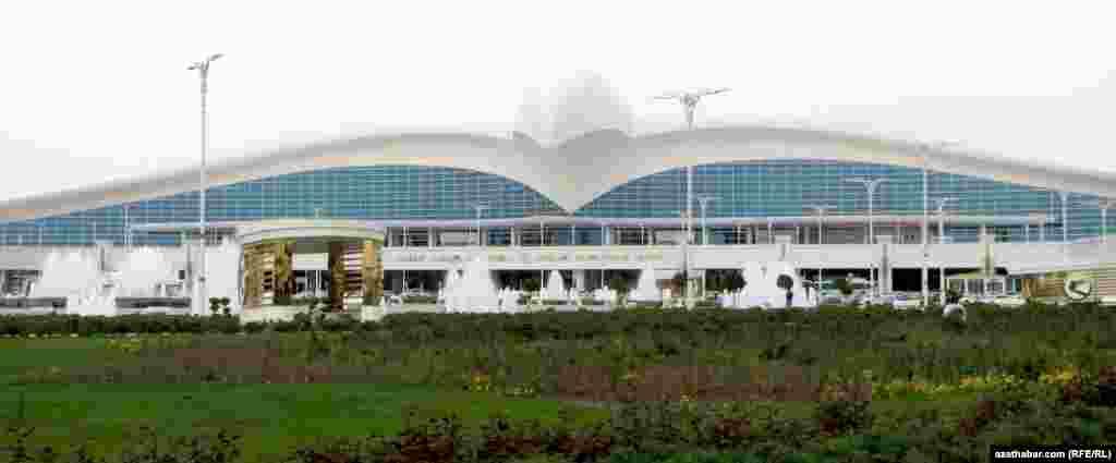 Aşgabatdaky täze gurlan aeroport