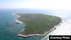 جزیره ابوموسی که درگذشته با نام فارسی «گپسبزو» [سبز بزرگ] نیز نامیده میشد.