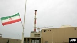 Flamuri iranian, jashtë një ndërtese ku ndodhet një central bërthamor, qyteti Bushehr
