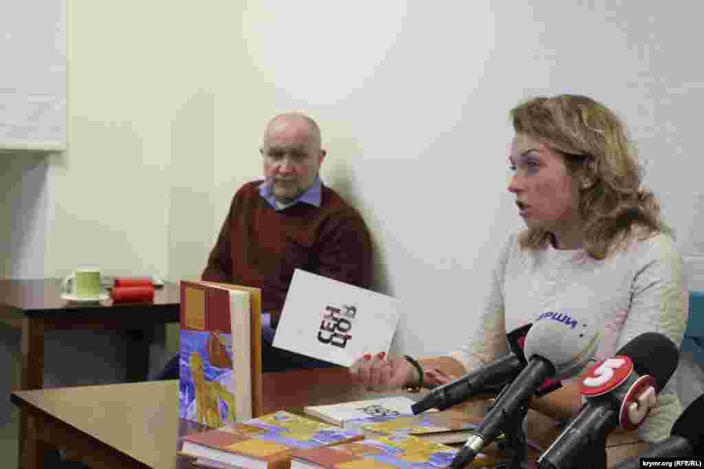 Kiyevde Оleg Sentsovnıñ «Kitapnı satın alıñız – oşludır» serlevalı romanınıñ taqdimi, 2016 senesi yanvar 28 künü