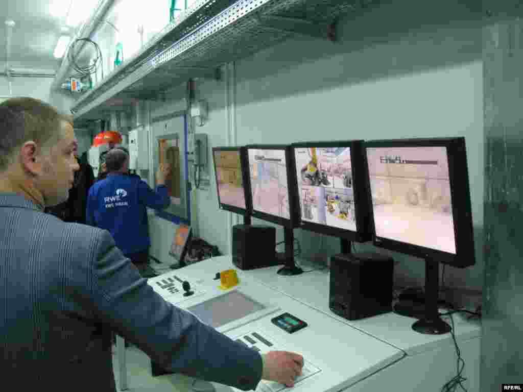 Всі процеси на підприємстві повністю автоматизовано. Вони безпечні для персоналу.
