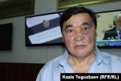 Правозащитник и журналист Рамазан Есергепов в здании Алматинского городского суда, вскоре после получения ножевого ранения. Алматы, 24 июля 2017 года.