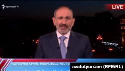 Премьер-министр Армении Никол Пашинян во время телеобращения к гражданам, 17 апреля 2020 г.