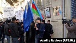Ադրբեջանի ներքին գործերին չխառնվելու պահանջով բողոքի ցույց Բաքվում Իրանի դեսպանատան դիմաց, փետրվար, 2011թ.