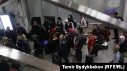 Пассажиры в аэропорту «Манас». Иллюстративное фото.