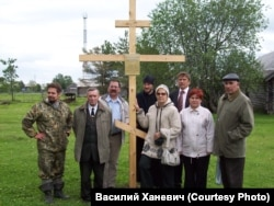 The wooden cross erected on Nazinsky Island in memory of the victims of 1933