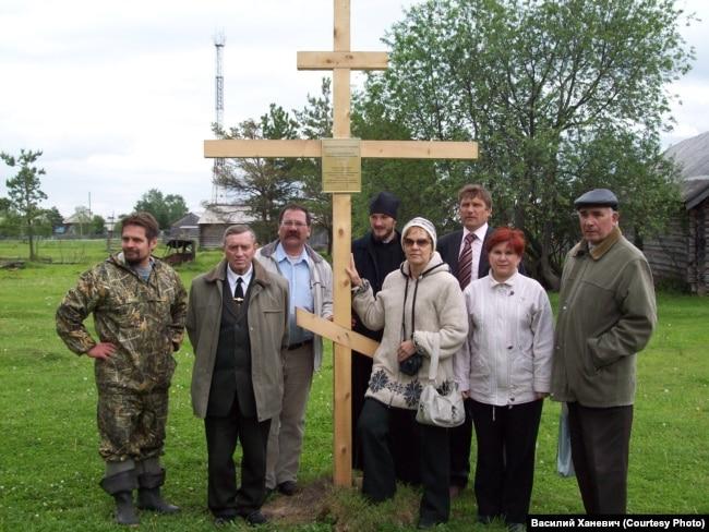 Drveni krst koji je podignut na ostrvu Nazinski u sjećanje na žrtve iz 1933.