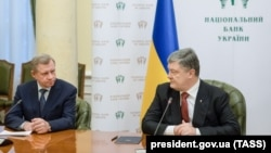 Ukrainian President Petro Poroshenko (right) holds a press conference in Kyiv with the newly appointed head of the National Bank Yakiv Smoliy on March 15.