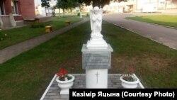 Скульптура анёла каля Докшыцкага шпіталя