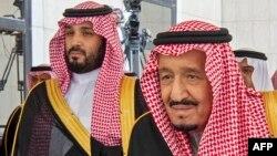 Kral Salman (sağda) və vəliəhd şahzadə Mohammed bin Salman