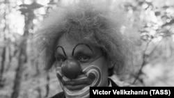 """Артист Виталий Довгань в роли клоуна Клёпы из """"АБВГДейки"""""""