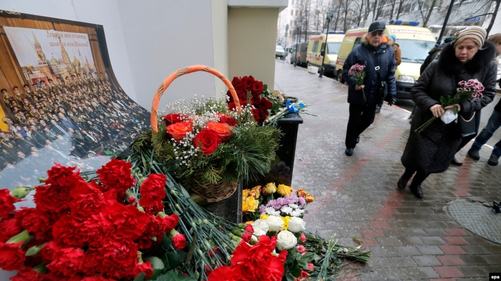 Mourners leave flowers at a small impromptu memorial outside the home stage of the Aleksandrov Ensemble in Moscow on December 25.