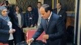 Prezident Abdel Fattah al-Sisi prezident saýlawlarynda ses berýäe. Arhiw suraty, 26-njy mart, 2018
