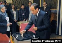 Абдэль Фатах аль-Сісі галасуе на прэзыдэнцкіх выбарах, Эгіпет, Каір, 26 сакавіка 2018