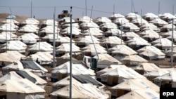 Палаточный лагерь беженцев-езидов на турецко-иракской границе.
