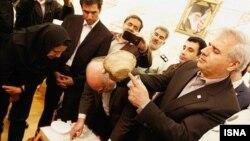 اشیای باستانی چغامیش که به ایران بازگردانده شده