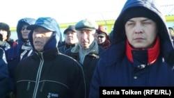 На акции протеста рабочих компании «МунайФилдСервис». Жанаозен, 4 февраля 2014 года.