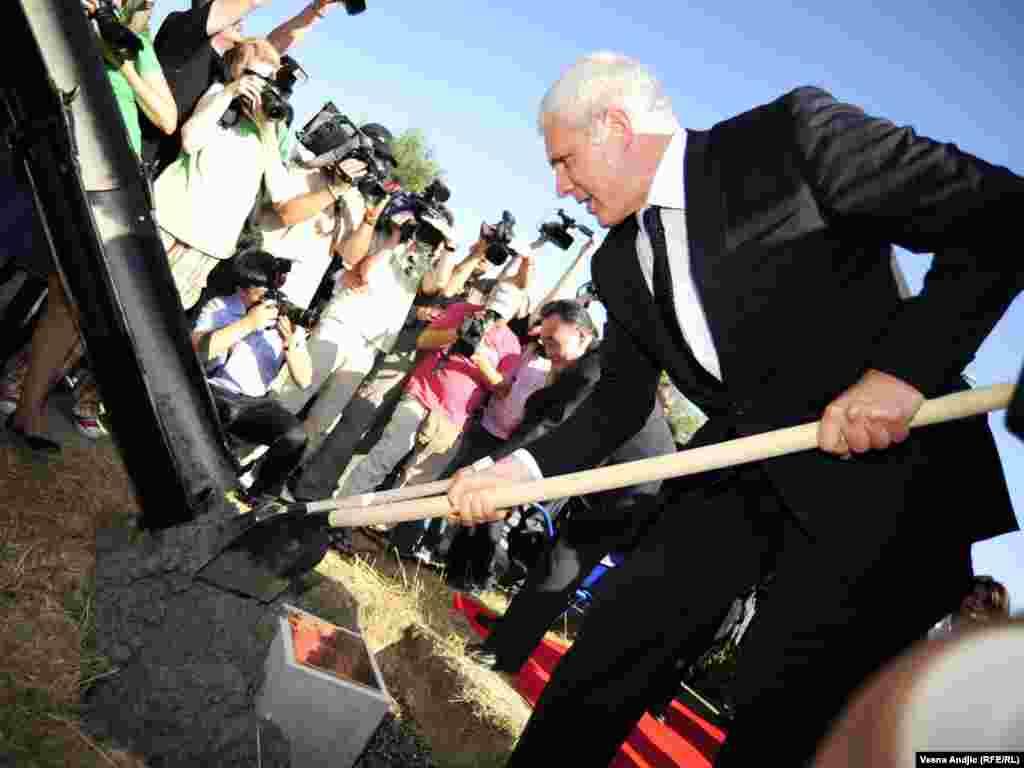 Predsednik Srbije Boris Tadić polaže kamen temeljac za Most prijateljstva Kine i Srbije preko Dunava FOTO: VESNA ANĐIĆ