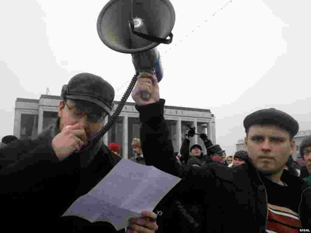 Лидеры предпринимательских организаций заявили, что за «уничтожение предпринимательства» в отставку должны уйти замминистра экономики Андрей Тур, курирующий в правительстве предпринимательство, и президент Александр Лукашенко.