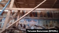 Ярославль, храм Иоанна Богослова в Коровниках. Фрески XVII века переписывают
