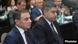 Armenia -- Police chief Valeri Osipian (L) and National Security Service director Artur Vanetsian attend a cabinet meeting in Yerevan June 6, 2019.