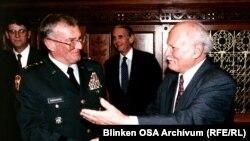 Göncz Árpád köztársasági elnök fogadja William Perry amerikai védelmi minisztert Budapesten, 1996. április 22.